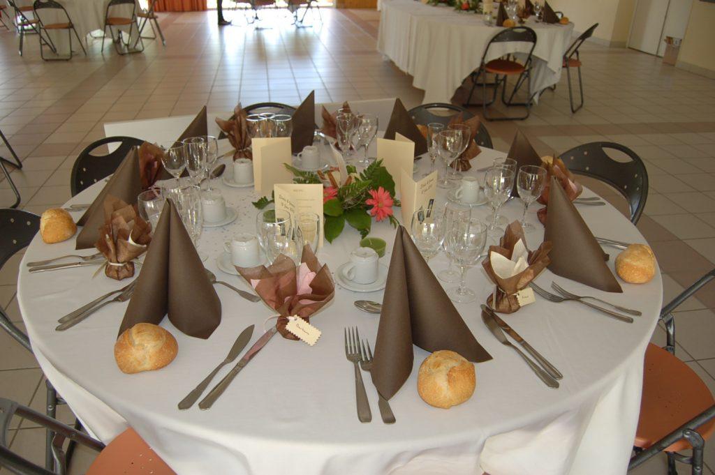 presentation table mariage repas salle fetes roquefort aperitif traiteur - Traiteur Agen Mariage